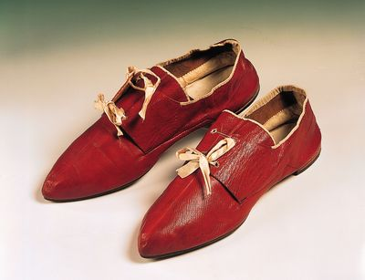 Georgian men's shoes c. 1790 © Northampton Museum