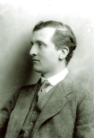 T.E.-Hulme-1912